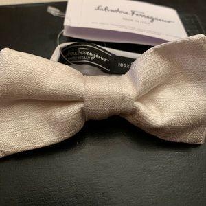 NWT Salvatore Ferragamo bow tie exclusive white